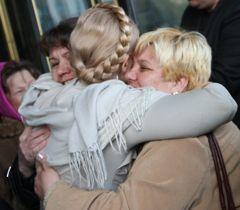 Юлія Тимошенко після прес-конференції у Рівному. 28 квітня
