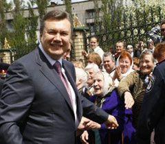 Віктор Янукович під час візиту у Донецьку область. 6 травня