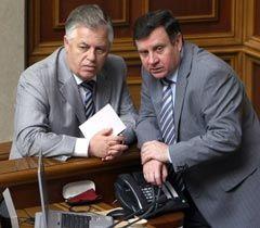 Петр Симоненко и Адам Мартынюк во время заседания ВР. Киев, 9 июля