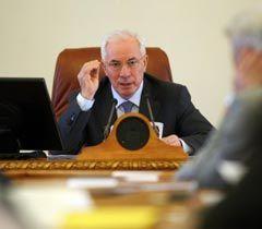 Николай Азаров во время расширенного совещания при участии руководителей областных государственных администраций