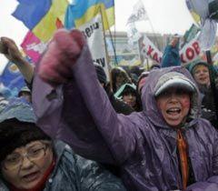 Участники акции протеста против принятия нового Налогового кодекса