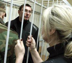 Юрий Луценко и его жена Ирина во время заседания Печерского районного суда. Киев, 27 декабря