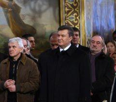 Литвин, Янукович и Ступка на рождественской службе в Почаевский Лавре, фото из архива УНИАН