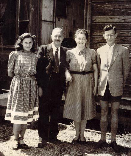 Семья Гузаров в Зальцбурге (1944 р.)