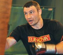 Виталий Кличко во время тренировки в городе Гоинг (Австрия). 18 февраля