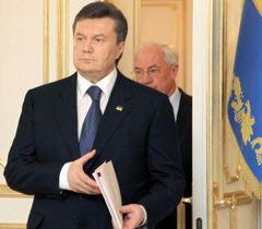 Виктор Янукович и Николай Азаров перед началом заседания заседания руковорящего совета комитета по экономическим реформам