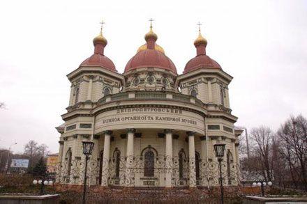 ...среди заводских труб, возвышается Брянская церковь, известная горожанам как Дом органной и камерной музыки.