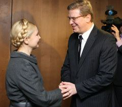 Юлия Тимошенко и Штефан Фюле во время встречи в Брюсселе
