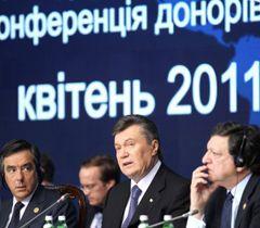 Франсуа Фийон, Виктор Янукович и Жозе Мануель Баррозу во время конференции в Киеве. 19 апреля