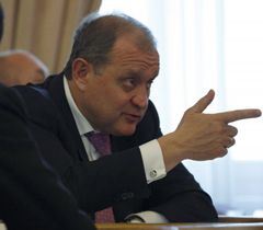 Анатолий Могилев во время заседания Кабмина. Киев, 27 апреля