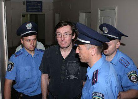 «Батькивщина» заявляет, что власть уничтожает Луценко физически