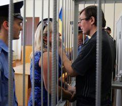 Юрий Луценко и его жена Ирина в ходе предварительного слушания в Печерском районном суде Киева