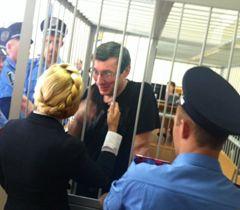 Луценко и Тимошенко просят нормального суда и лечение