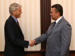 Пайфер предлагает поставить украинскую власть перед жестким выбором