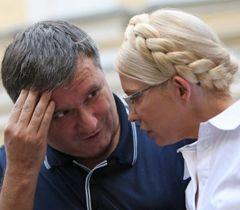 Арсен Аваков та Юлія Тимошенко біля Печерського районного суду, фото з архіву УНІАН