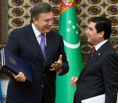 Віктор Янукович і Гурбангули Бердимухамедов після підписання договорів. Ашхабад, 12 вересня