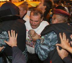 """Во время столкновения сторонников Тимошенко и """"Беркута"""" возле Печерского суда. 27 сентября"""