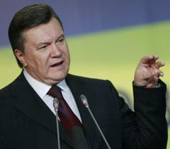 Victor Yanukovych delivering a speech during international municipal hearings. Kyiv, November 1