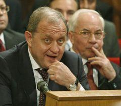 Анатолий Могилев и Николай Азаров на внеочередном заседании крымского парламента. Симферополь, 8 ноября