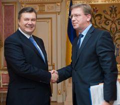 Виктор Янукович и Штефан Фюле во время встречи в Киеве