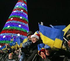 Кияни зустрічають Новий рік в центрі Києва в неділю. 1 січня