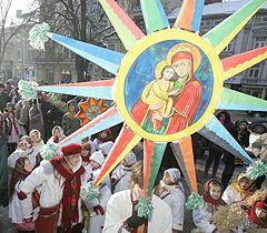 В фестивале принимает участие более 80 фольклорных коллективов со всей Волыни