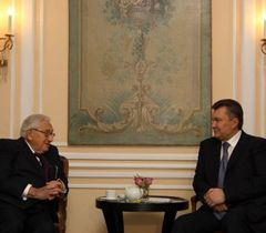 Янукович уже встречался с Киссинджером - в Мюнхен