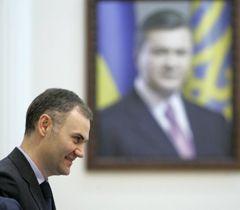 Міністр фінансів Юрій Колобов перед початком засідання Кабміну. Київ, 29 лютого