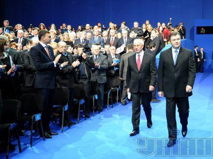 Янукович, увольняя Азарова, нач