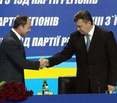 Сергій Тігіпко і Віктор Янукович під час ХІІІ з`їзду Партії регіонів. Київ, 17 березня