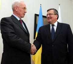Николай Азаров и Бронислав Коморовский во время встречи в Варшаве. 21 марта
