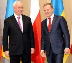 Николай Азаров и Дональд Туск во время встречи в Варшаве. 21 марта