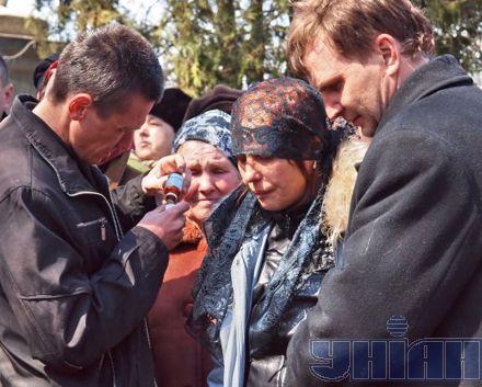 Матери жертвы николаевских насильников Оксаны Макар дают успокоительное