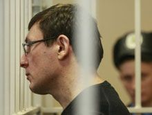 About 10 militia employees guard Lutsenko in hospital