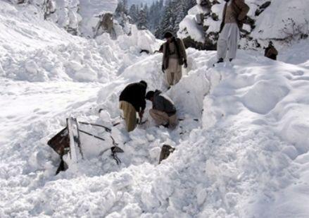 Лавина забрала жизни уже 135 военных, фото svit24.net