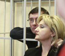 Жена Луценко требует спросить у тюремщиков, как они заразили ее мужа