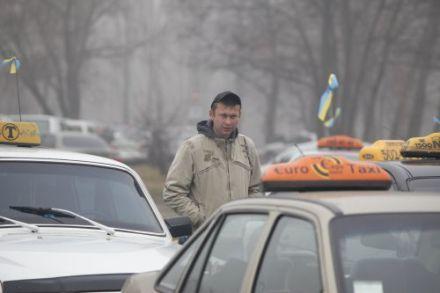 Таксисты в Луганской области обвиняют милиционеров в избиении