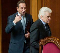Микола Томенко і Володимир Литвин перед початком засідання ВР. Київ, 13 квітня