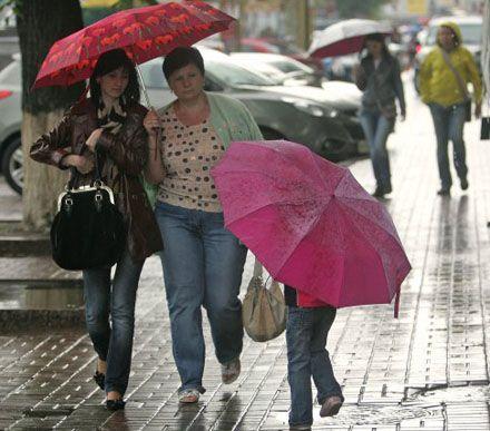 Завтра в Украине, кроме юга и востока, ожидаются грозовые дожди