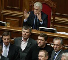 Литвина охраняют в президиуме, и он продолжает заседание