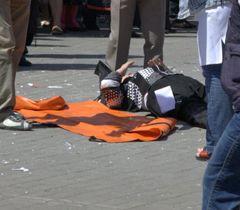 Раненая в результате взрыва в мусорном баке возле трамвайной остановки. Днепропетровск, 27 апреля