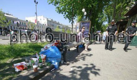 Урны для мусора были демонтированы в рамках подготовки к Евро-2012