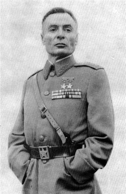 Дважды Герой Советского Союза Василий Петров потерял руки в битве за освобождение Киева
