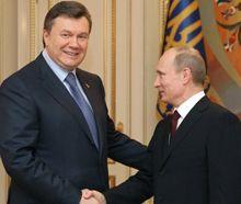 Янукович поздравил Путина с возвращением
