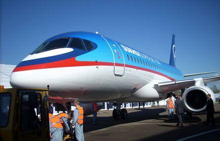 авіалайнер Superjet 100