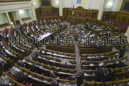185 lawmakers from  Party of Regions, 20 lawmakers from  People's Party, 2 lawmakers from  OU-PSD and 10 out factional lawmakers voted for this law.