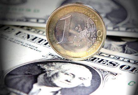 Цены на валютную пару евро-доллар понизились