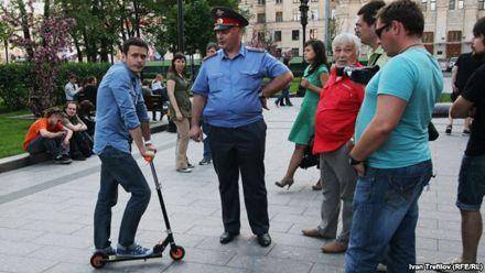 Российский оппозиционер Илья Яшин (слева) выступил на Майдане