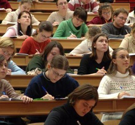 Студенты заявили, что им урезали стипендии