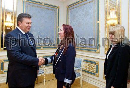 Виктор Янукович, Маилис Репс и Мариэтта де Пурбе-Лунди